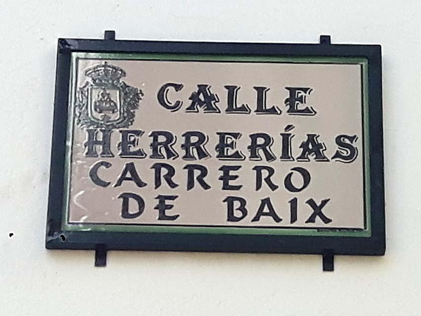 Aiguaïva pose los noms de les seues  carreres en la toponímia bilingüe