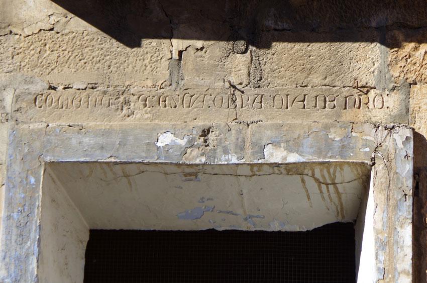 Les inscripcions a la façana de l'antic convent dels agustins de Fraga (2)