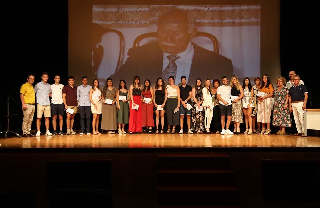La Fundació Joaquín Torres entrega les beques anuals a universitaris de Mequinensa