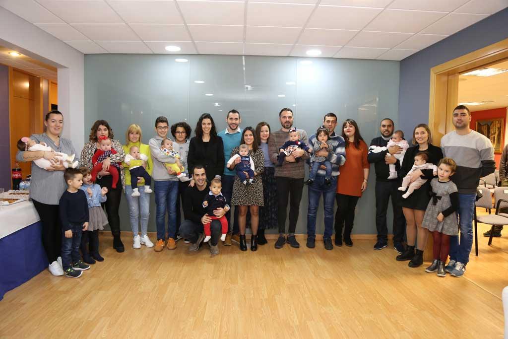 L'Ajuntament de Mequinensa entrega el xec bebè
