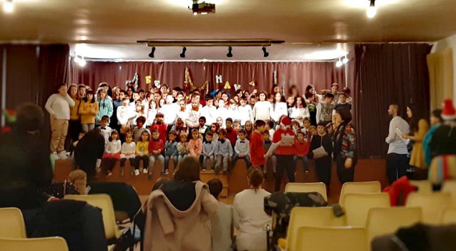Festival de Nadal al l'escola de Benavarri